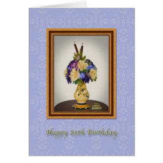 Aniversário, 85th, flores no cartão amarelo do