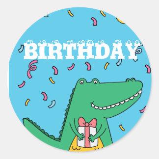 Aniversário bonito do crocodilo dos desenhos adesivo