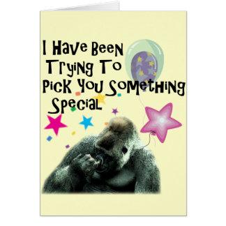 Aniversário engraçado do humor do gorila cartão comemorativo