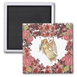 Anjo com coração cor-de-rosa dos rosas ímã quadrado