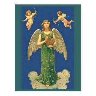Anjo com coração e Cupido Cartão Postal