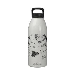 Anjo com coração garrafas de água