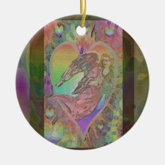 Anjo do arco-íris com corações ornamento de cerâmica redondo