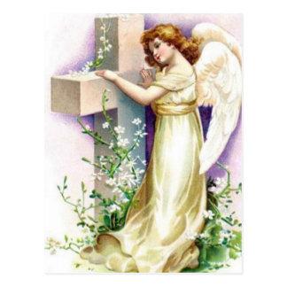 Anjo do vintage com cruz cristã