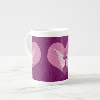 Anjo e coração cor-de-rosa xícara de chá