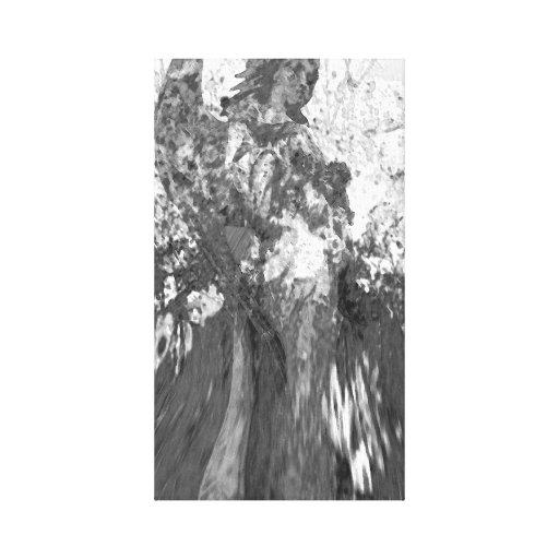 Anjo em preto e branco com flores impressão de canvas esticada