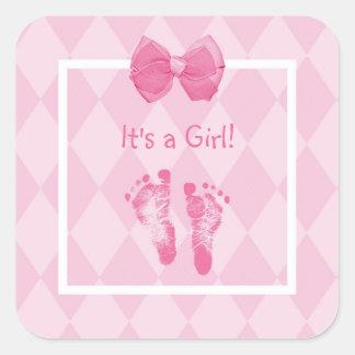 Anúncio bonito do nascimento das pegadas do bebé adesivo em forma quadrada