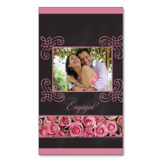anúncio cor-de-rosa do noivado da foto dos rosas
