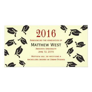 Anúncio lanç dos bonés de formatura - vermelho cartão com foto