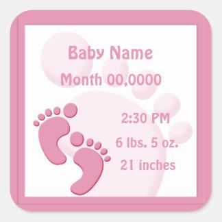 Anúncio pequeno do nascimento dos pés da pegada do adesivo quadrado