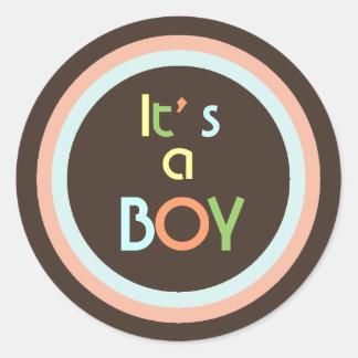 Anúncio retro do nascimento do menino da cor adesivo em formato redondo