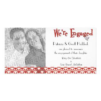Anúncio vermelho e branco do noivado da foto dos cartão com foto