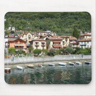 Ao longo do lago Como, Italia Mouse Pads