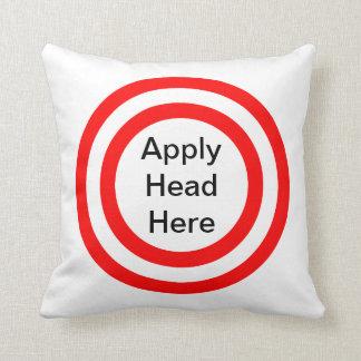 Aplique a cabeça sobre travesseiros de decoração