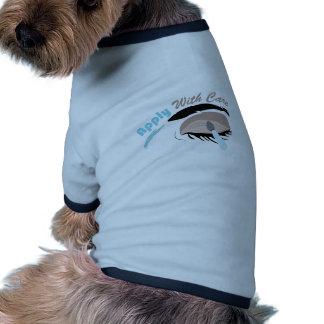 Aplique com cuidado camisa ringer para cachorro