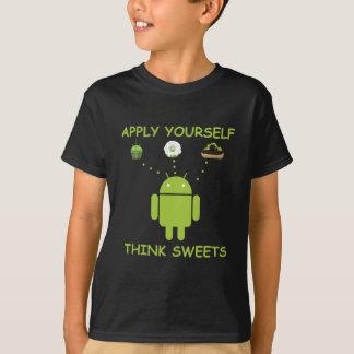Aplique-se pensam doces (o humor de Droid do Tshirts