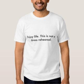 Aprecie a vida. Este não é um rehearsal. de Tshirts