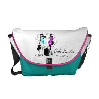 Aqua cor-de-rosa na moda dos modelos de forma das  bolsas mensageiro