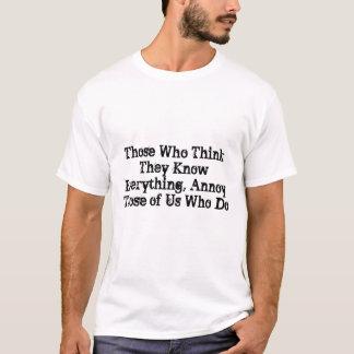 Aqueles que os pensam sabem tudo, irritam aqueles tshirts