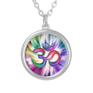 Arco-íris de florescência Lotus OM Colar Banhado A Prata