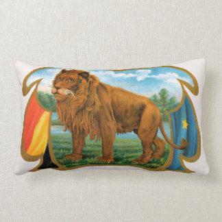 Arte da etiqueta do charuto do vintage, leão, rei almofada lombar