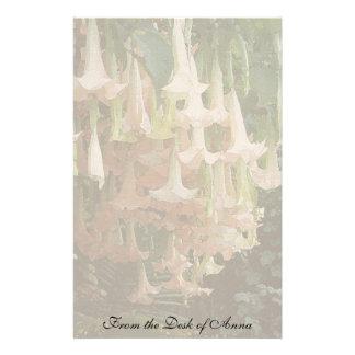 Artigos de papelaria florais da flor do Brugmansia