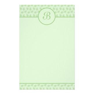 Artigos de papelaria florais verdes da inicial do  papel de carta