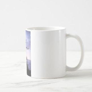 Árvore crepuscular caneca de café