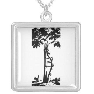 Árvore curvada ortopédica colar com pendente quadrado