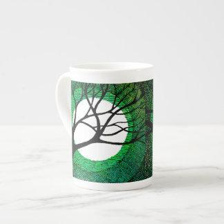 Árvore e lua - verde bone china mug