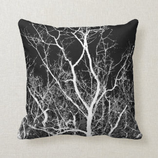 Árvore no travesseiro decorativo preto e branco almofada