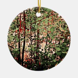 Arvoredo verde e vermelho ornamento de cerâmica redondo