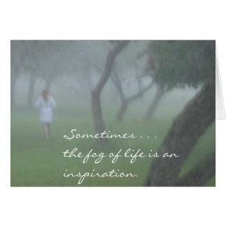 Árvores e névoa… cartão comemorativo