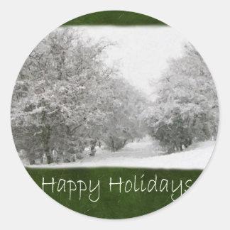 Árvores nevado e arbustos do inverno - boas festas adesivos redondos