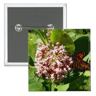 As asas da borboleta de monarca abrem na foto do M Bóton Quadrado 5.08cm
