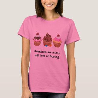 As avós são mães com lotes do glacé t-shirts