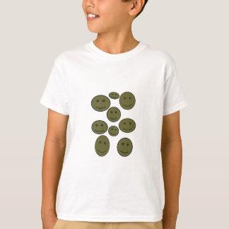 As caras de sorriso felizes abstraem o t-shirt