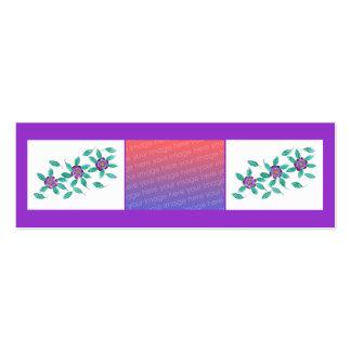 As flores roxas dos mini cartões do marcador adici modelos cartão de visita