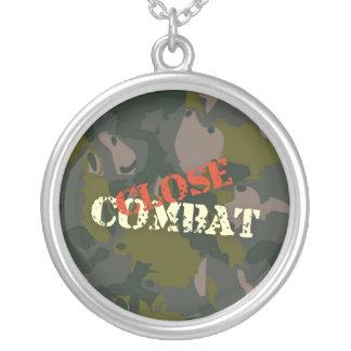 As forças armadas camuflam para o soldado: guerra colar banhado a prata