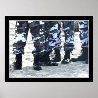 As forças armadas carreg o poster