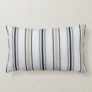 As listras pretas, azuis e brancas chiques moderna travesseiros de decoração