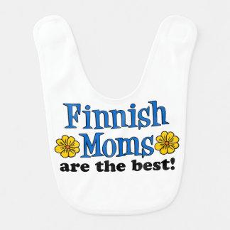 As mães finlandesas são o melhor babador do bebê