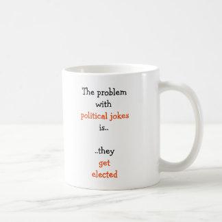 As piadas políticas elegeram o chá engraçado das caneca de café