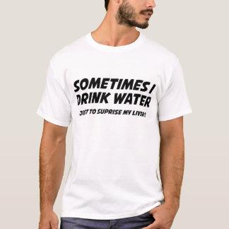 Às vezes eu bebo a água camisetas