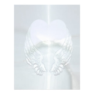 Asas de prata envolvidas em torno de um coração papel timbrado