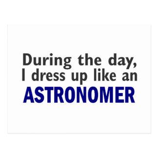 Astrónomo durante o dia cartão postal