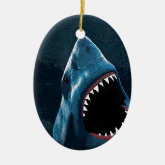 Ataque do tubarão ornamento de cerâmica oval