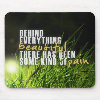 Atrás de tudo bonito - citações inspiradores mouse pad