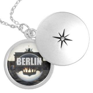 Através da bola de cristal, porta de Brandemburgo Colar Medalhão