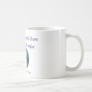 Autismo que vê o mundo do ângulo diferente caneca de café